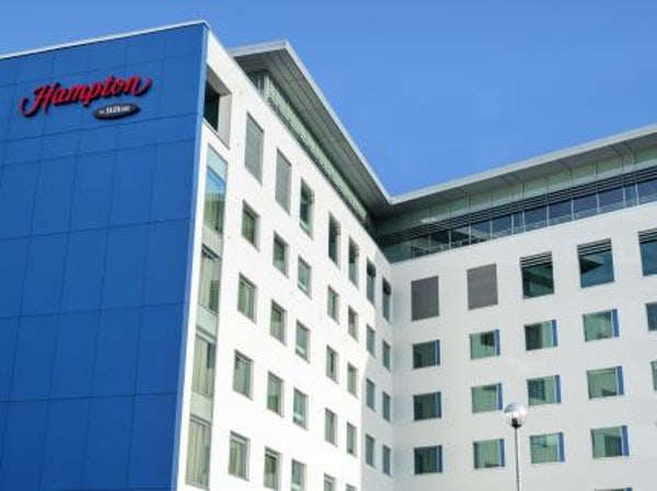 HAMPTON BY HILTON LONDON GATWICK AIRPORT header image