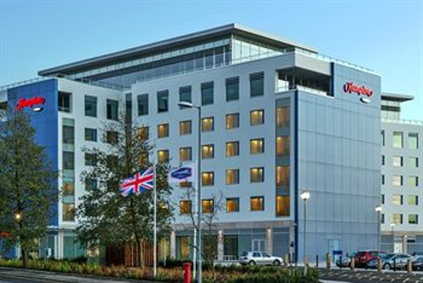 HAMPTON BY HILTON LUTON AIRPORT header image