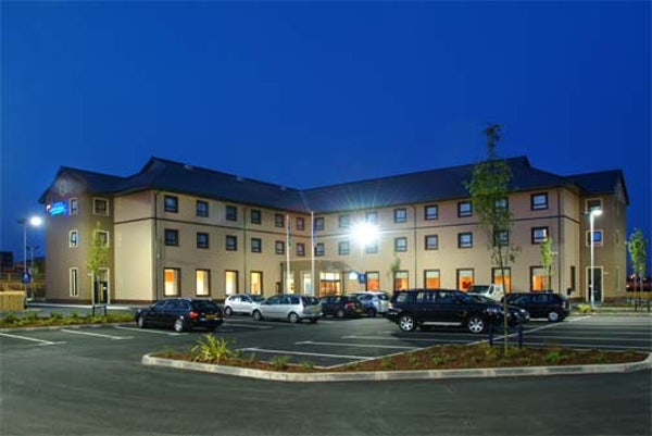 HOLIDAY INN EXPRESS ANTRIM header image