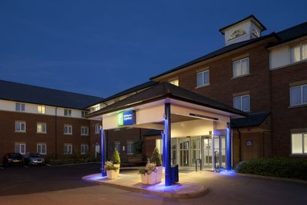 HOLIDAY INN EXPRESS GATWICK-CRAWLEY header image