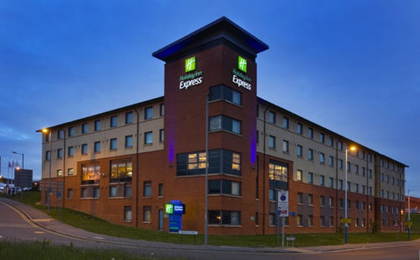 HOLIDAY INN EXPRESS LUTON AIRPORT header image