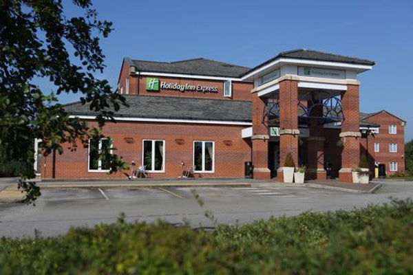 HOLIDAY INN EXPRESS MANCHESTER EAST header image