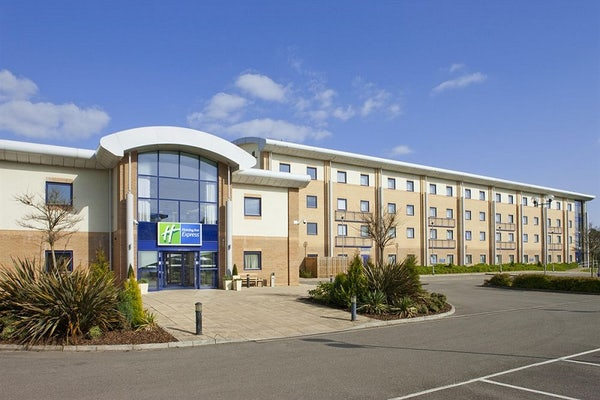 HOLIDAY INN EXPRESS NEWPORT header image