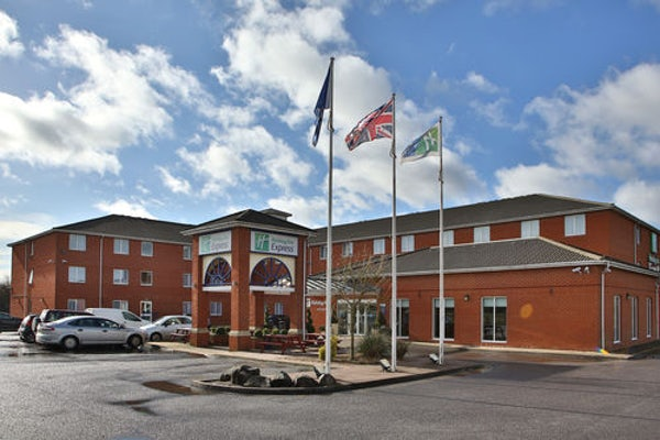 HOLIDAY INN EXPRESS SOUTHAMPTON - WEST header image